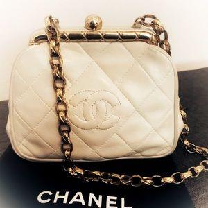 Ultrarare Vintage Chanel kisslock chain bag clutch